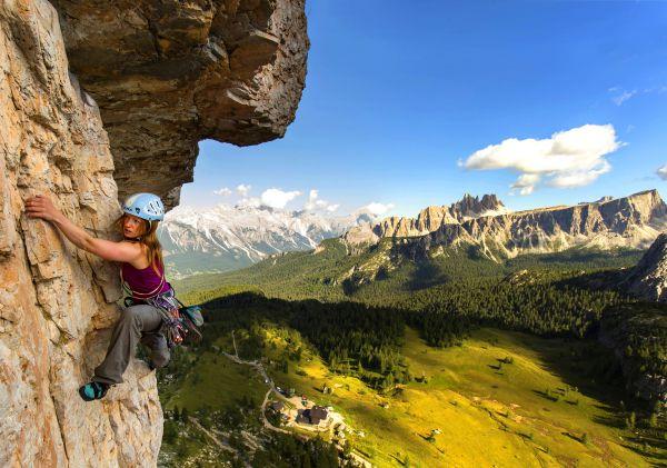 trad climbing girl